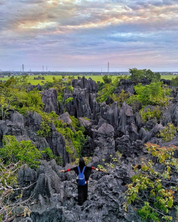 Tempat Wisata Terpopuler Di Makassar Dan Sekitarnya - Pegunungan Karst Rammang-Rammang