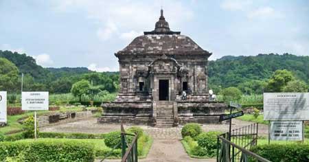 Candi Yang Ada Di Indonesia - Candi Banyunibo