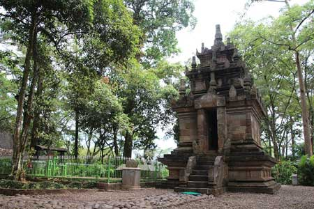 Candi Yang Ada Di Indonesia - Candi Cangkuang