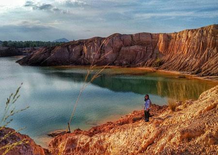 Daftar Tempat Wisata Paling Hits Di Bangka Belitung - Danau Ampar/Red Hill