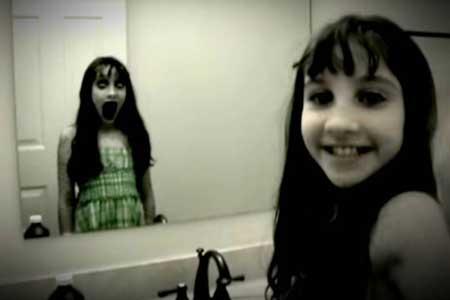 Hal-hal Yang Takut Dilakukan Setelah Nonton Film Horor - Takut lihat cermin