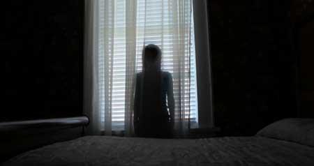 Hal-hal Yang Takut Dilakukan Setelah Nonton Film Horor - Takut melihat jendela
