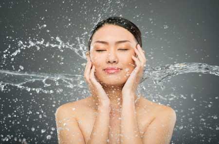 Manfaat Air Kelapa Untuk Kesehatan Dan Kecantikan - Menghidrasi Kulit