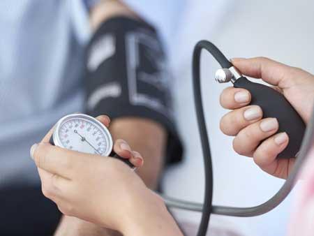 Manfaat Air Kelapa Untuk Kesehatan Dan Kecantikan - Mengontrol Tekanan Darah