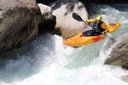 Olahraga Ekstrim Yang Paling Berbahaya - Creeking