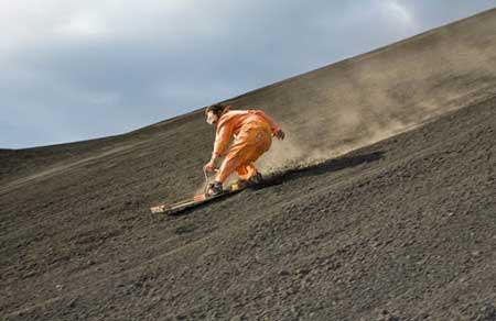 Olahraga Ekstrim Yang Paling Berbahaya - Volcano Surfing