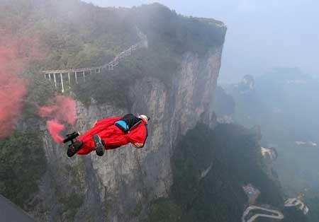 Olahraga Ekstrim Yang Paling Berbahaya - Wingsuit Flying