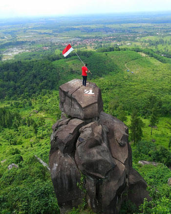 Tempat Wisata Tegal Terbaru Yang Menarik Untuk Dikunjungi - Bukit Goa Lawa/Bukit Batu Agung