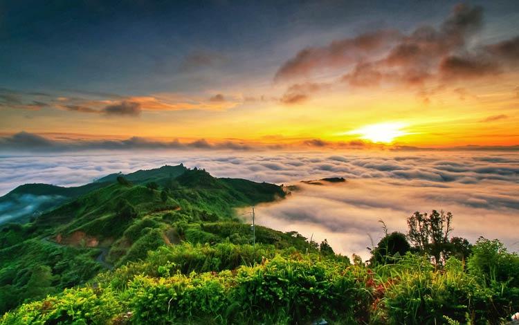 Tempat melihat sunrise terbaik di Indonesia
