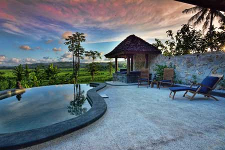 Tempat Bulan Madu Romantis Di Jogja - Villa Blue Steps with Stunning View