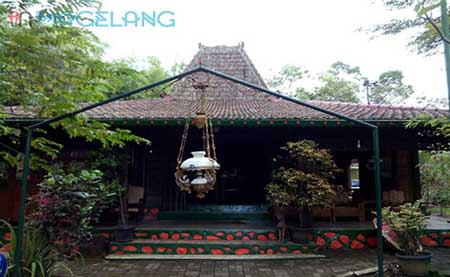 Tempat Wisata Kuliner Magelang - Rumah Makan Seafood & Jamuran Joglo Tanjung