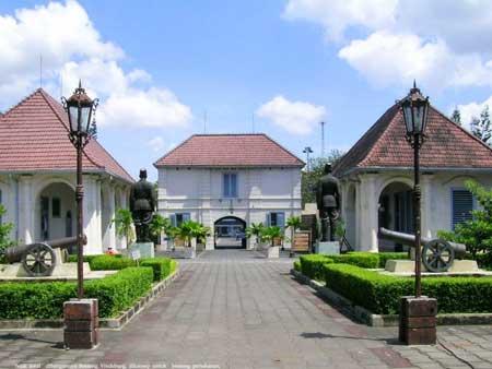 Tempat Wisata Paling Angker Di Indonesia - Benteng Vredeburg