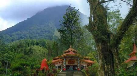 Tempat Wisata Paling Angker Di Indonesia - Gunung Kawi