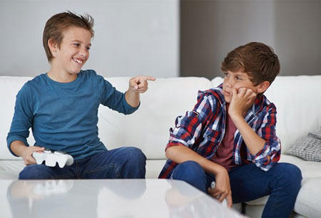 Suka Duka Terlahir Jadi Anak Sulung dan Anak Bungsu