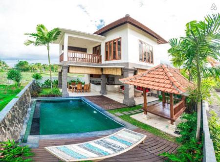 Desain rumah ala villa bali dengan bangunan semi outdoor
