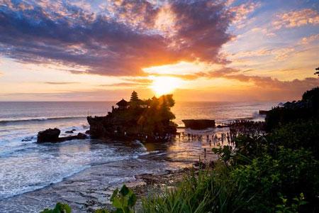 15 Pantai Terbaik dan Terindah di Bali - Pantai Tanah Lot