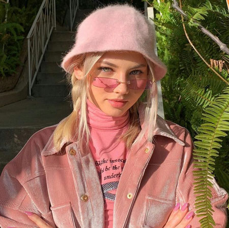Karakter Cewek Berdasarkan Warna Favorit - Pink