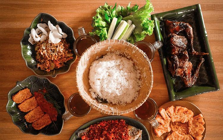15 Rumah Makan Khas Sunda Di Bandung Yang Enak Dan Murah