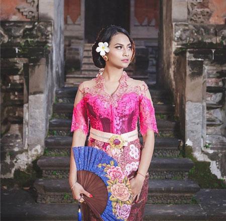 Deretan Artis Indonesia Dengan Busana Adat Bali