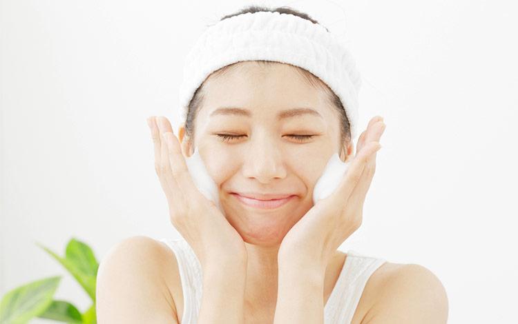Facial Wash Terbaik Untuk Kulit Jerawat