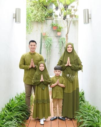 Inspirasi Baju Sarimbit Keluarga