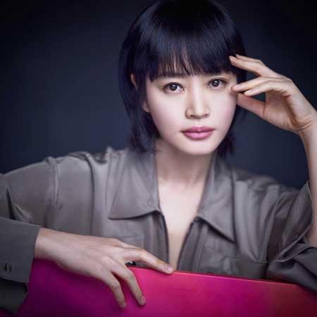 Artis Korea Yang Betah Single