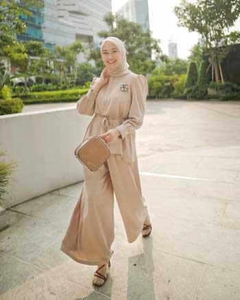Selebgram Dengan OOTD Hijab Yang Menginspirasi