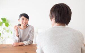 Tips Menghadapi Pacar Pendiam dan Cuek