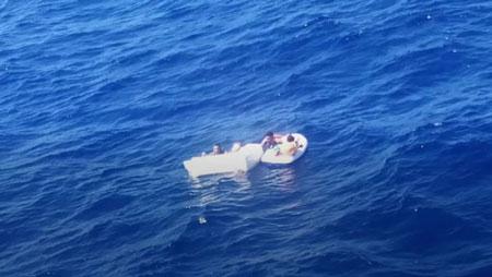 Seorang Ibu Berkorban Menyusui Anaknya Hingga Meninggal Ditengah Laut