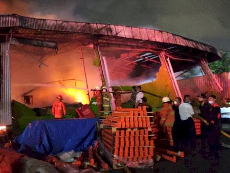Viral! Gudang Shopee Terbakar, Bagaimana Nasib Barang-barang Penjual?