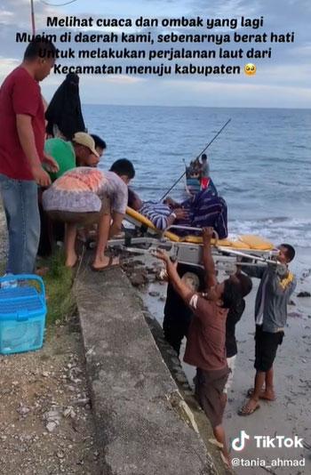 Viral! Perjuangan Bidan Bantu Ibu Melahirkan Di Tengah Laut Dengan Cuaca Yang Kurang Bersahabat