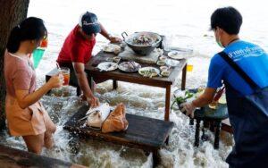 Viral restoran banjir di Thailand